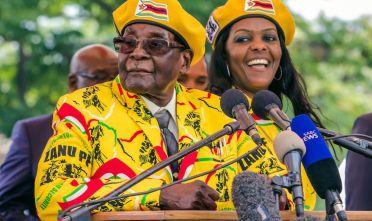 L'ex presidente dello Zimbabwe Robert Mugabe.  Foto: JEKESAI NJIKIZANA/AFP/Getty Images).