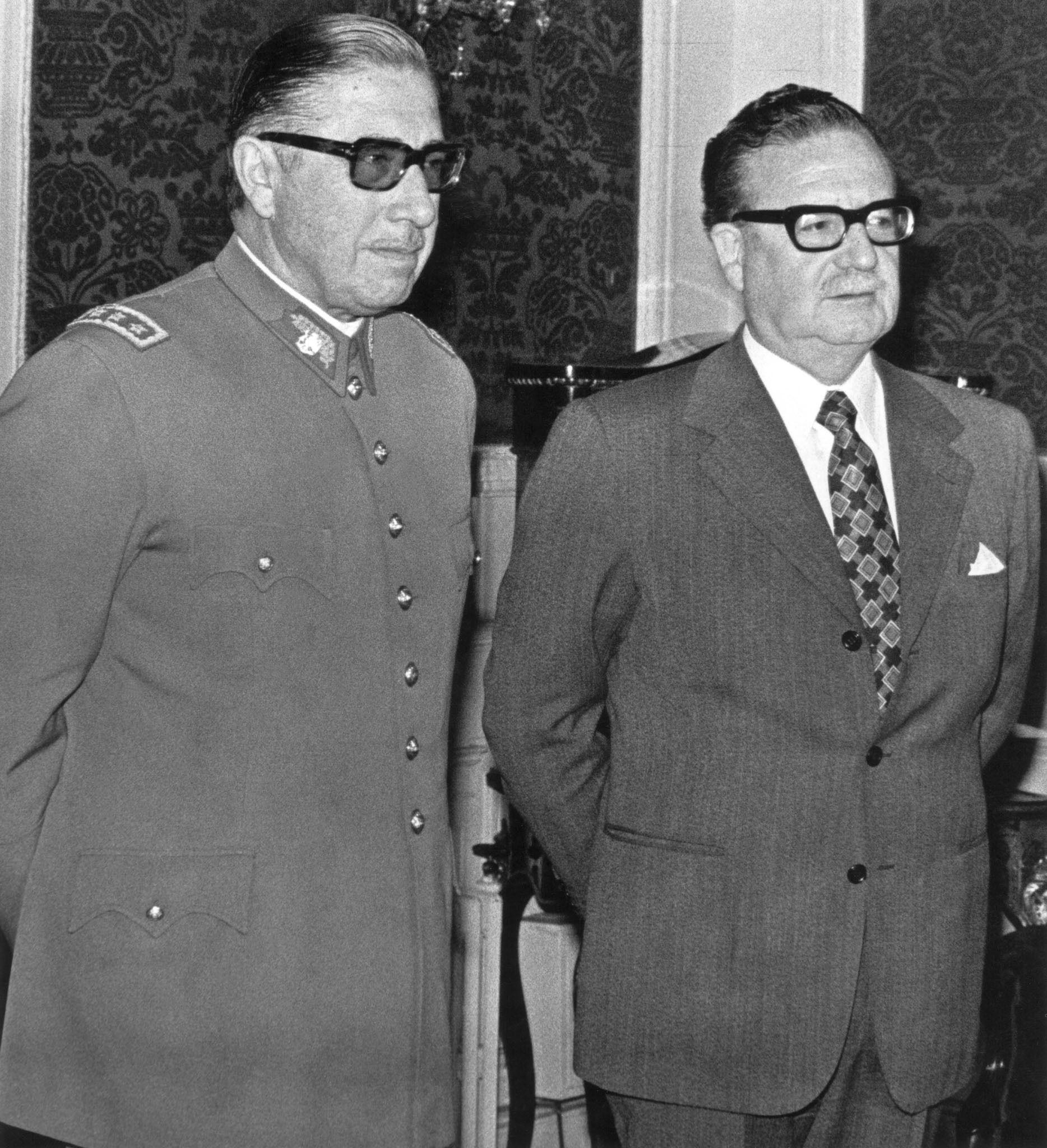 Augusto Pinochet (sinistra) con Salvador Allende il 23 Agosto1973 a Santiago.  (Foto di: /AFP/Getty Images)