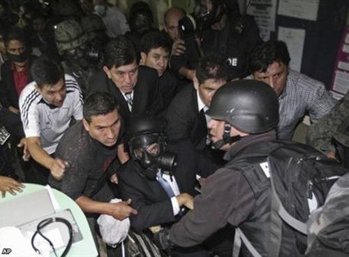 Il fallito golpe in Ecuador è un poliziesco