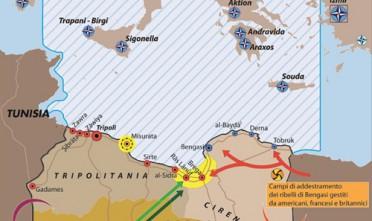 """Carta tratta dall'articolo di AlessandroPoliti """"Bengasi e il mondo a  est di Paperino"""" pubblicato in Limes QS 1/2011 """"La guerra di Libia"""" -  clicca qui per andare all'originaleUn'analisi del conflitto  libico: la divisione tra i due fronti, quello di Tripoli e quello di  Bengasi, con i rispettivi paesi alleati e l'epicentro degli scontri di  terra. La carta evidenzia inoltre quali sono le località  strategiche per i due schieramenti e l'area delle operazioni Nato,  mostrando anche la collocazione del quartier generale e le basi aeree  coinvolte. Sul territorio libico è evidenziata la presenza di campi di  addestramento dei ribelli di Bengasi gestiti da americani, francesi e  inglesi.Le frecce indicano invece il flusso di armi e  addestratori provenientidall'Egitto e direttiverso Bengasi, oltre a  quello di mercenari centraficani e di truppe ciadiane verso Tripoli."""