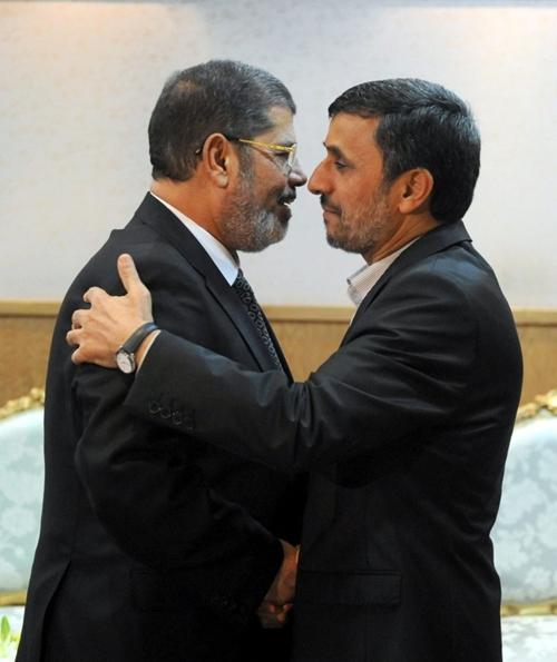 Ahmadinejad da Morsi, una visita storica in un momento particolare