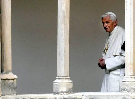 Benedetto XVI rinuncia al pontificato