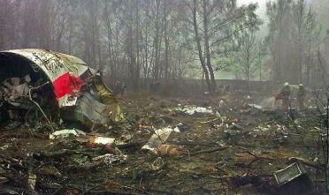 Immagine tratta da Wikipedia  [https://de.wikipedia.org/wiki/Flugzeugabsturz_bei_Smolensk#/media/File:Katastrofa_w_Smoleńsku.jpg]