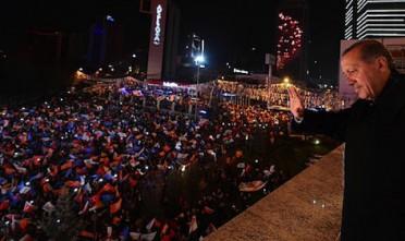 Alle elezioni in Turchia vince l'Akp, ma festeggia solo Erdoğan