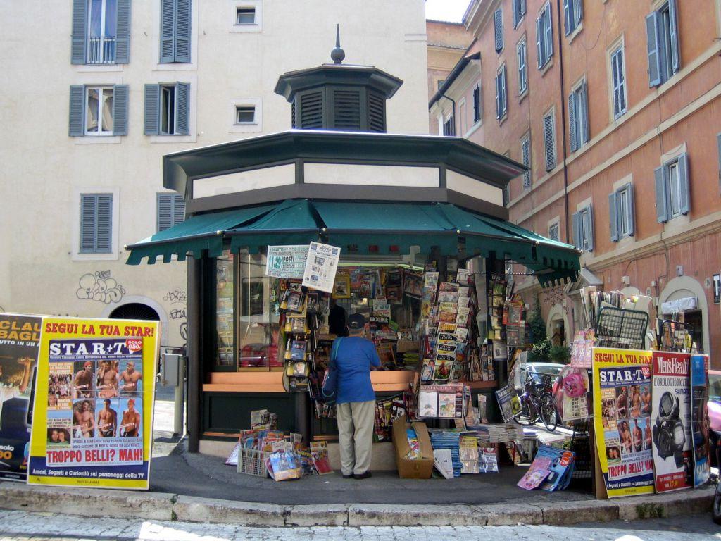 Via Pietro Nenni Giussano le edicole in cui potete trovare limes - limes