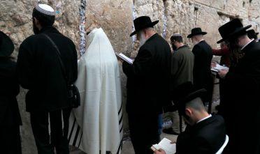 Ebrei al muro del pianto a Gerusalemme, dicembre 2017. Foto di: MENAHEM KAHANA/AFP/Getty Images