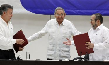 """HAVANA, CUBA - JUNE 23:  Juan Manuel Santos president of Colombia (L) and Timoleon Jimenez """"Timonchenko"""" shake hands (R) shake hands during a ceremony to sign a historic ceasefire agreement between Colombian Government and the FARC rebels to end a 50-year conflict on June 23, 2016 in Havana, Cuba. Several Latin American leaders were present to mark the end of the last major conflict on the continent.  (Photo by Ernesto Mastrascusa/LatinContent/Getty Images)"""