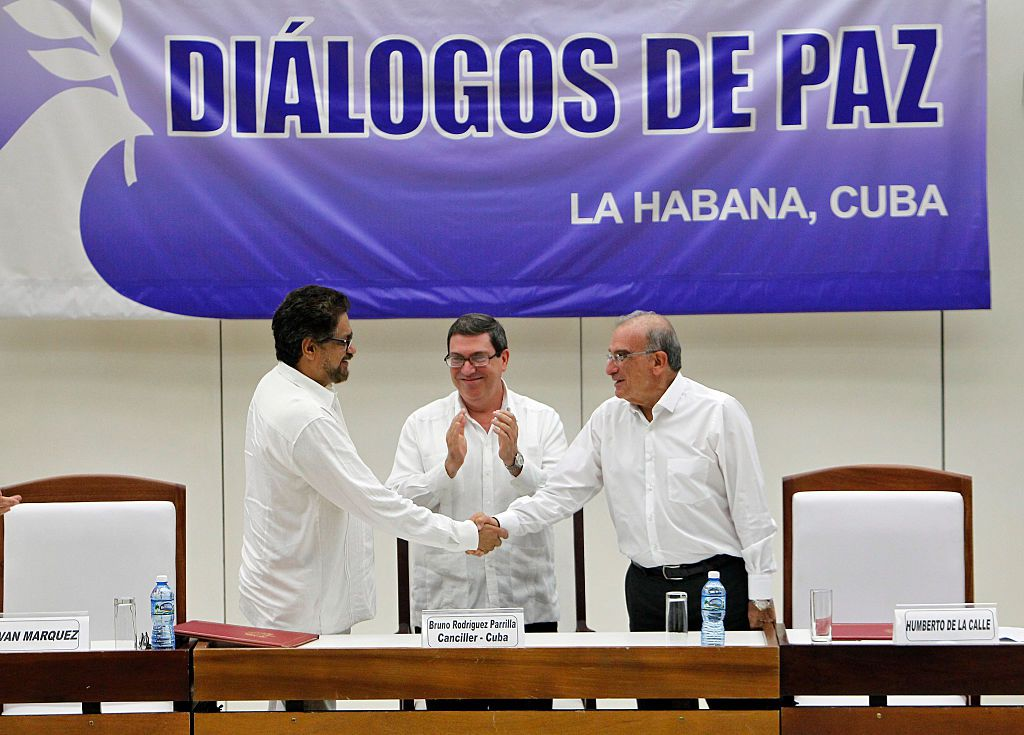 HAVANA, CUBA - AUGUST 24: Bruno Rodríguez, foreign minister of Cuba, (C) with Luciano Marin, second chief of FARC (L) and Humberto de la Calle, head of Colombian government peace delegation (R) during the sign of the final peace agreement for Colombia after 52 years of war, on August 24, 2016 in Havana, Cuba. (Photo by Ernesto Mastrascusa/LatinContent/Getty Images)