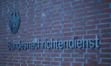 Die Zufahrt zum Gebaeude des Bundesnachrichtendienst (BND) in Lichterfelde, Berlin, 11.11.2013. Copyright: Michael Gottschalk/ photothek.net  [Tel. +493028097440 - www.photothek.net - Jegliche Verwendung nur gegen Honorar und Beleg. Urheber-/Agenturvermerk wird nach Paragraph13 UrhG ausdruecklich verlangt! Es gelten ausschliesslich unsere AGB.]