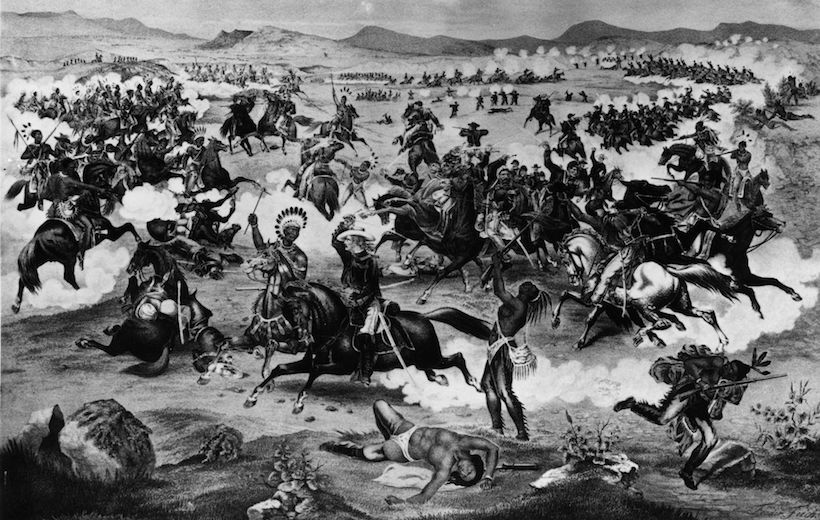 La battaglia di Little Bighorn. Al centro il generale Custer e Cavallo Pazzo (Foto da: Hulton Archive/Getty Images).