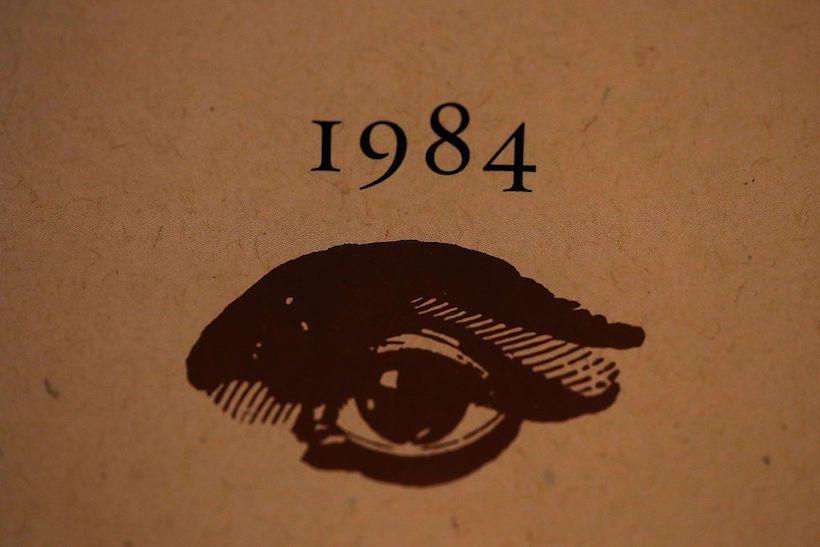 Copertina di una copia del libro 1984 di Geroge Orwell (Foto da: Justin Sullivan/Getty Images).