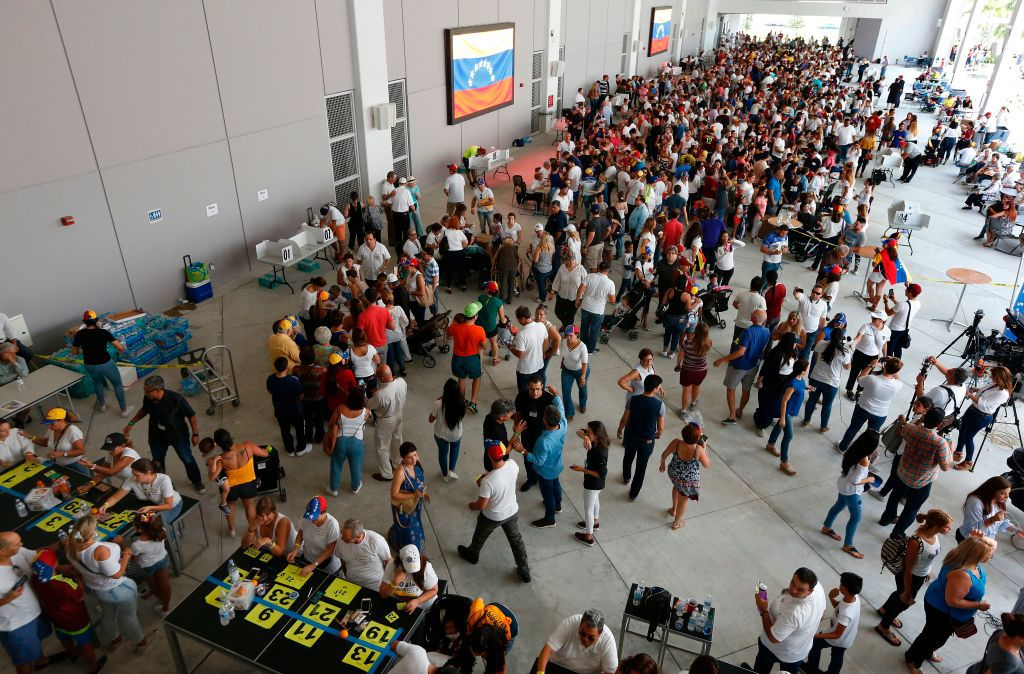 Venezuelan citizens line up to vote in a non-binding referendum against the Venezuelan governement's plans to re-write their constitution to stay in power in Miami, Florida, on July 16, 2017.    In Miami, Madrid and elsewhere Venezuelans living abroad enthusiastically cast ballots in a vote organized by the opposition that sought to undermine unpopular President Nicolas Maduro. / AFP PHOTO / RHONA WISE        (Photo credit should read RHONA WISE/AFP/Getty Images)