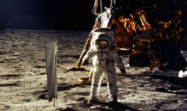 Neil Armstrong mentre cammina sul suolo lunare (Foto: NASA/Newsmakers).