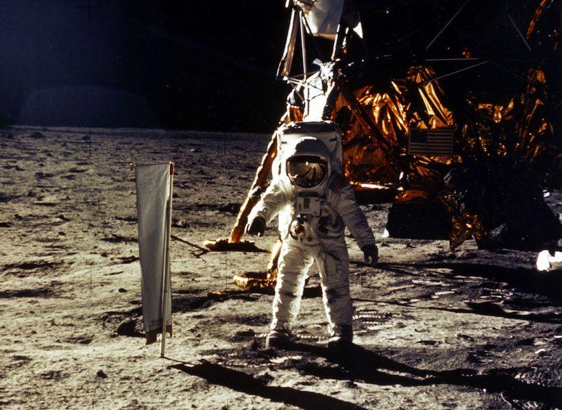 Neil Armstrong mentre cammina sul suolo lunare (Foto: NASA/Newsmakers).