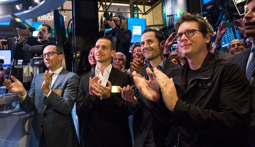 Il ceo di Twitter Dick Cosolo e i co-fondatori Jack Dorsey e Ewan Williams all'inaugurazione dell'entrata in borsa di Twitter, Wall Street novembre 2013 (Foto: Andrew Burton/Getty Images).