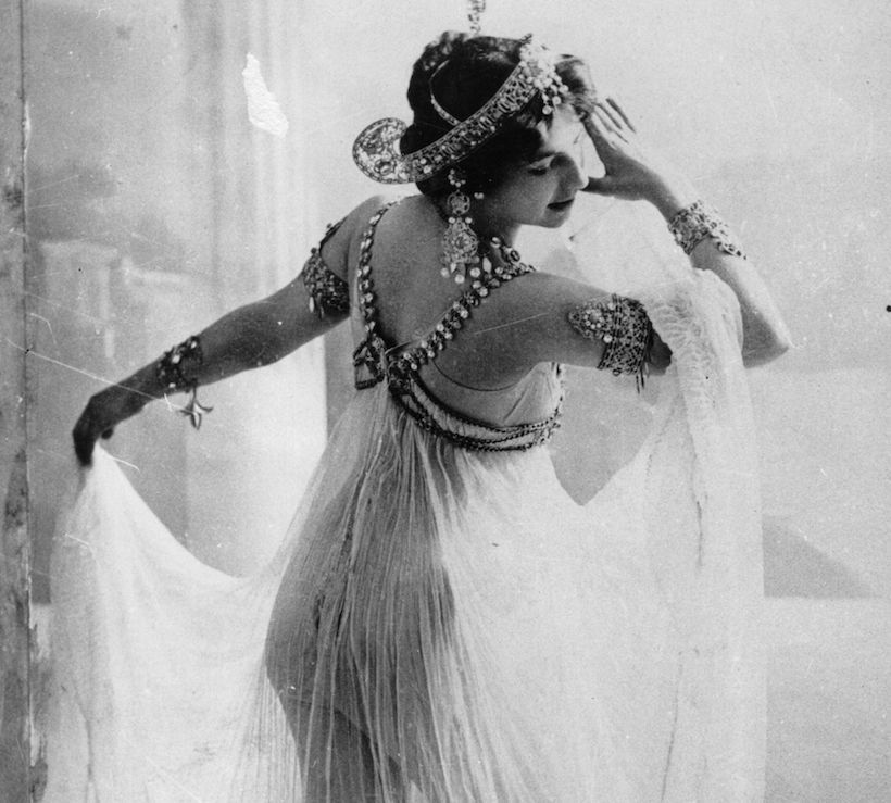 La danzatrice Margarete Geertruida Zelle, conosciuta come Mata Hari (Foto: Walery/Hulton Archive/Getty Images).