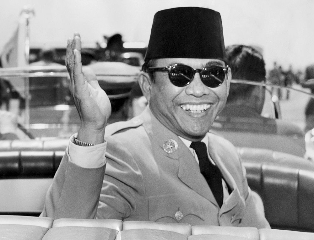 Indonesian President Achmed Sukarno (1902-70) waves on his arrival in Washington D.C. for an official visit 17 May 1956. Sukarno was Indonesia's first president (1945-66) when Indonesia was granted independence in 1945. (Photo credit should read DOUG CHEVALIER/AFP/Getty Images)