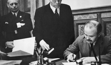 Soviet foreign minister Vyacheslav Mikhailovich Molotov (1890 - 1986) signs the Soviet-German Non-Aggression Pact in Moscow, 23rd August 1939. On the left is German foreign minister Joachim von Ribbentrop (1893 - 1946).  (Photo by Heinrich Hoffmann/Hulton Archive/Getty Images)
