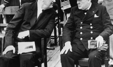 Roosevelt e Churchill  a bordo della Prince of Wales. Credits: Fox Photos/Hulton Archive/Getty Images.