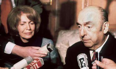 Lo scrittore e diplomatico cileno Pablo Neruda, ambasciatore in Francia dal 1969 al 1971. (Foto: STF/AFP/Getty Images).