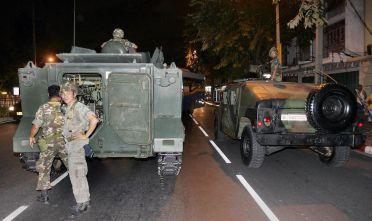 Soldati in strada durante il colpo di Stato del settembre 2006, Bangkok, Thailandia (Foto: PORNCHAI KITTIWONGSAKUL/AFP/Getty Images).