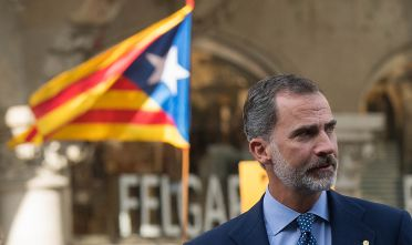 BARCELONA, SPAIN - AUGUST 26:  King Felipe VI of Spain arrives to a demonstration against the last week's terrorist attacks next to a Catalonia Pro-Independence flag in the background on August 26, 2017 in Barcelona, Spain. Hundreds of thousands people have marched in central Barcelona for the 'No tinc Por' (I am not afraid) joining in solidarity with the 14 victims of last week's terrorists attacks in Barcelona and Cambrils. 14 people were killed and dozens of injured in two terrorist attacks on August 17, when a van rammed crowds along the popular street of Las Ramblas in Barcelona and then a woman was sttabed by a terrorist in Clambrils.  (Photo by David Ramos/Getty Images)