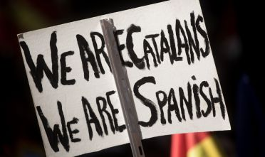 BARCELONA, SPAIN - OCTOBER 08: A  demonstrator holds a sign during a protest against Catalonia's indepedence on October 8, 2017 in Barcelona, Spain. Large numbers of citizens are expected to protest on Sunday in Barcelona against the independence movement in a march that has been organised by the Societ at Civil Catalana. Catalonia's president  Carles Puigdemont will address the  Catalan Parliament on 10th October to discuss the result of the referendum that was held on October 1.  (Photo by Chris McGrath/Getty Images)