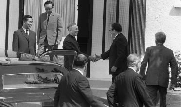 Le Duc Tho e Kissinger a Parigi durante i negoziati di pace per la guerra del Vietnam (Foto: AFP/Getty Images).