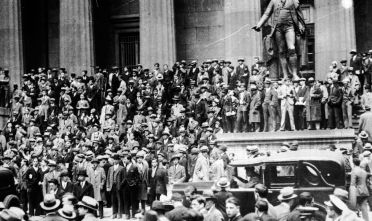 Persone riversate davanti la Federal Hall al 26 di Wall Street, ottobre 1929.   (Foto: Keystone/Getty Images).