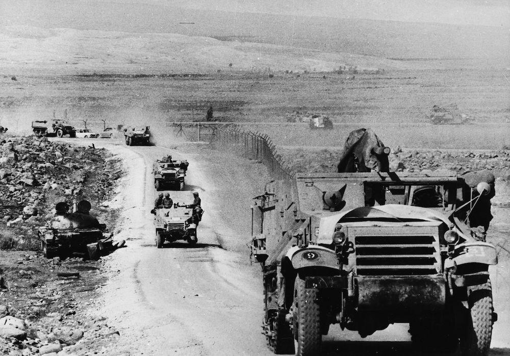 Truppe israeliane lungo il confine siriano durante la guerra dello Yom Kippur, ottobre 1973.  (Foto: Daniel Rosenblum/Keystone/Getty Images).