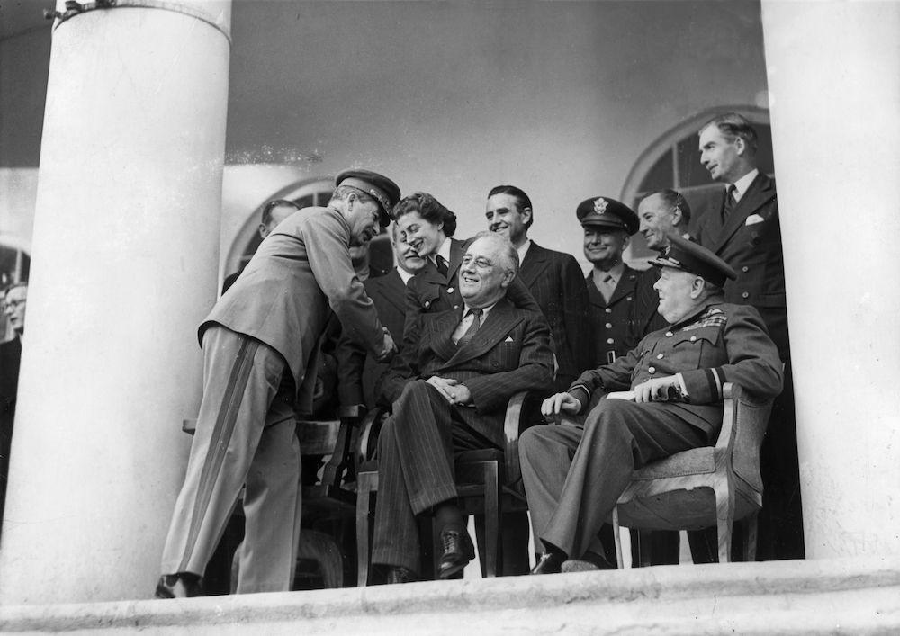Stalin, Roosevelt e Churchill a Teheran, novembre-dicembre 1943 (Foto: Evening Standard/Getty Images).