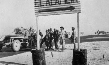 Passaggio degli afrikakorps alle porte di El Alamein, autunno 1942.  (Foto: Keystone/Getty Images).