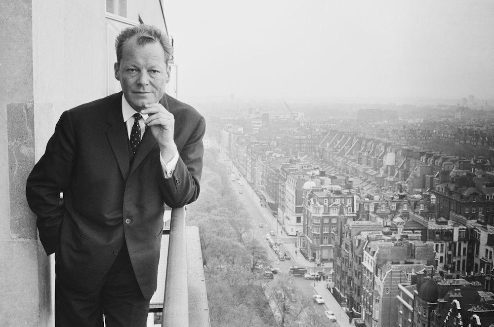 Willy Brandt, presidente dell'Spd dal 1964 al 1987 e storico sindaco di Berlino Ovest dal 1957 al 1966. Aprile 1965. (Foto: Terry Fincher/Express/Hulton Archive/Getty Images).