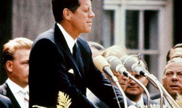 Il presidente John F. Kennedy durante un comizio, 1963. (Foto: AFP/Getty Images).