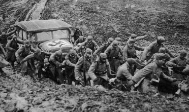 Truppe tedesche avanza verso Mosca, autunno 1941 (Foto: Hulton Archive/Getty Images).