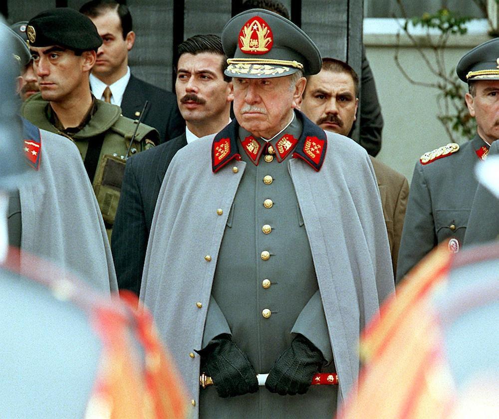 Augusto Pinochet in un'immagine di fine anni Novanta (Foto: CRIS BOURONCLE/AFP/Getty Images).