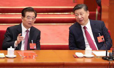 Hu Jintao e Xi Jinping durante il XIX Congresso del Pcc lo scorso ottobre (Foto: Lintao Zhang/Getty Images).