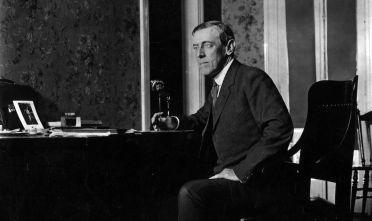 Woodrow Wilson, 28° presidente degli Stati Uniti, 1916 circa  (Foto: Topical Press Agency/Getty Images).