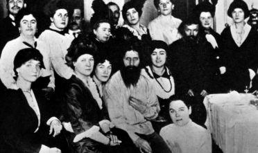 1914: Russian mystic and self-styled holy man Grigory Yefimovich Rasputin (1871 - 1916) surrounded by his court followers. Amongst them are Sana Pistolkors, A. E. Pistolkors, Anna Viroubova, Maria Golovina and Laptinskaya. (Photo by Hulton Archive/Getty Images)