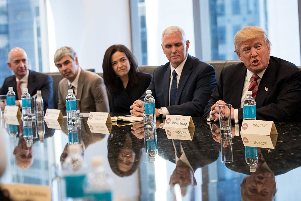 Donald Trump durante un incontro con i leader della tecnologia americani alla Trump Tower di New York il 14 dicembre 2016 (Foto di: Drew Angerer/Getty Images)