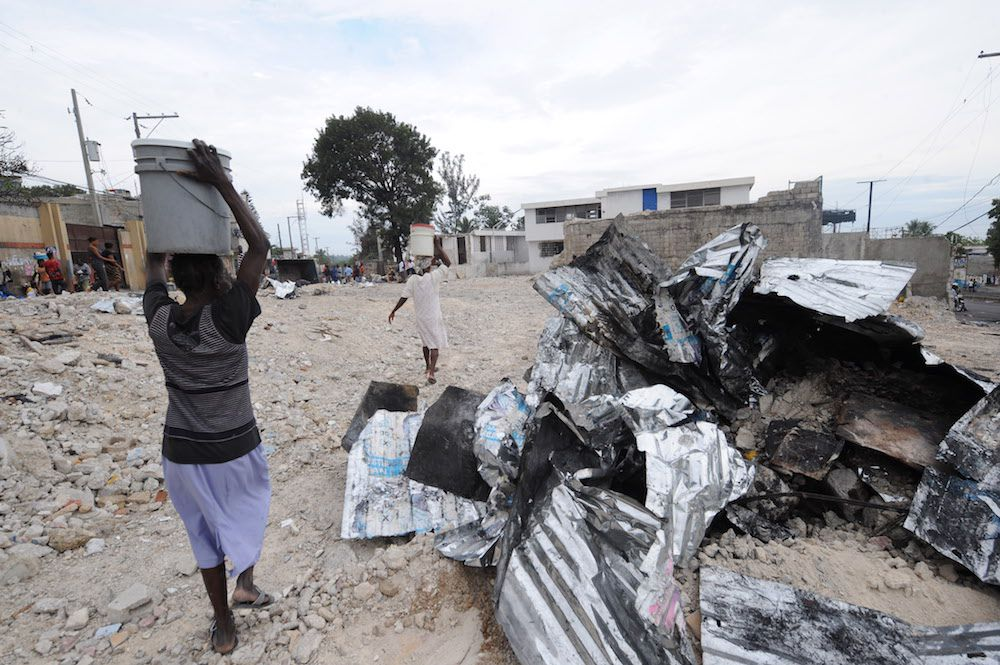 Una delle strade di Port-au-Prince dopo il terremoto, gennaio 2010 (Foto: AFP PHOTO/AFP/Getty Images).