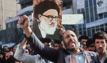 Proteste anti-americane davanti l'ambasciata Usa a Teheran, novembre 1979 (Foto: STAFF/AFP/Getty Images).