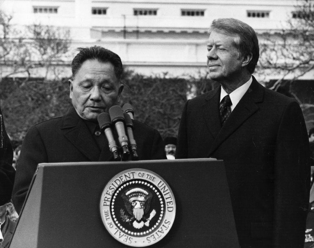 Deng Xiaoping e Jimmy Carter, gennaio 1979. (Foto: Howard Sachs/Getty Images).