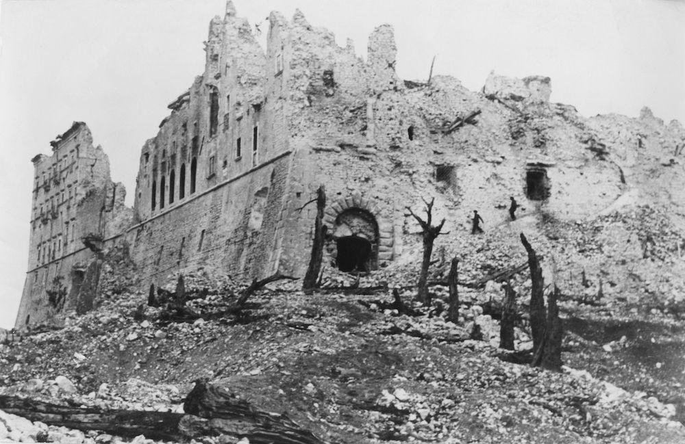 Rovine dell'abbazia benedettina di Montecassino, primavera 1944. (Foto: Keystone/Hulton Archive/Getty Images).
