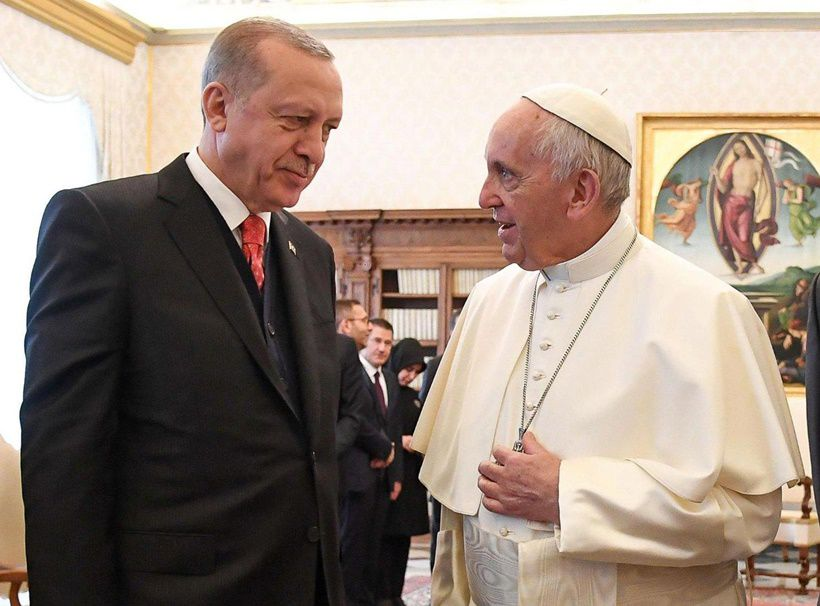 Turkey's President Recep Tayyip Erdogan (L) meets with Pope Francis during a private audience on February 5, 2018 at the Vatican.  / AFP PHOTO / POOL / Alessandro DI MEO        (Photo credit should read ALESSANDRO DI MEO/AFP/Getty Images)