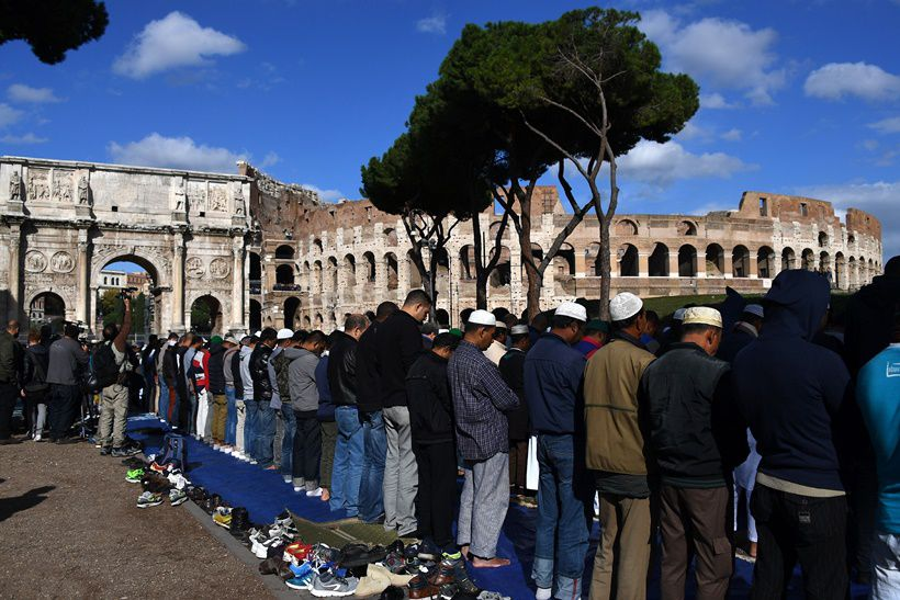 Muslim men attend Friday prayers near Rome's ancient Colosseum on October 21, 2016 to protest against the closure of unofficial mosques.  The Muslim community of Rome gathered by the Colosseum to pray and demonstrate against the alleged shutting down by police of unofficial mosques. / AFP / GABRIEL BOUYS        (Photo credit should read GABRIEL BOUYS/AFP/Getty Images)