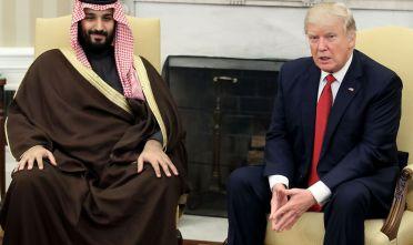 Il presidente statunitense Trump e l'erede al trono suaidta Mohamed bin Salman durante il loro incontro alla Casa Bianca il 14 marzo 2017.  Foto di: Mark Wilson/Getty Images