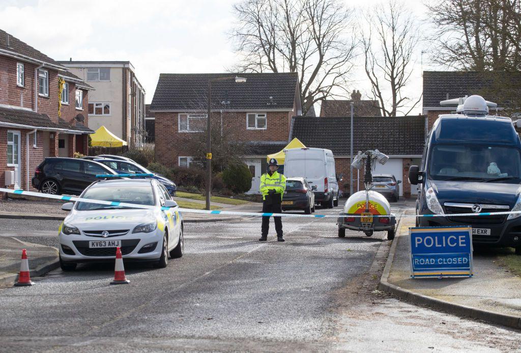 Salisbury. La polizia inglese chiude la starda nella quale Sergei Skripal e la figlia sono statai trovati in condizioni critiche  dopo un attentato omicidio ai loro danni per mezzo di un agente chimico. Foto di: Matt Cardy/Getty Images