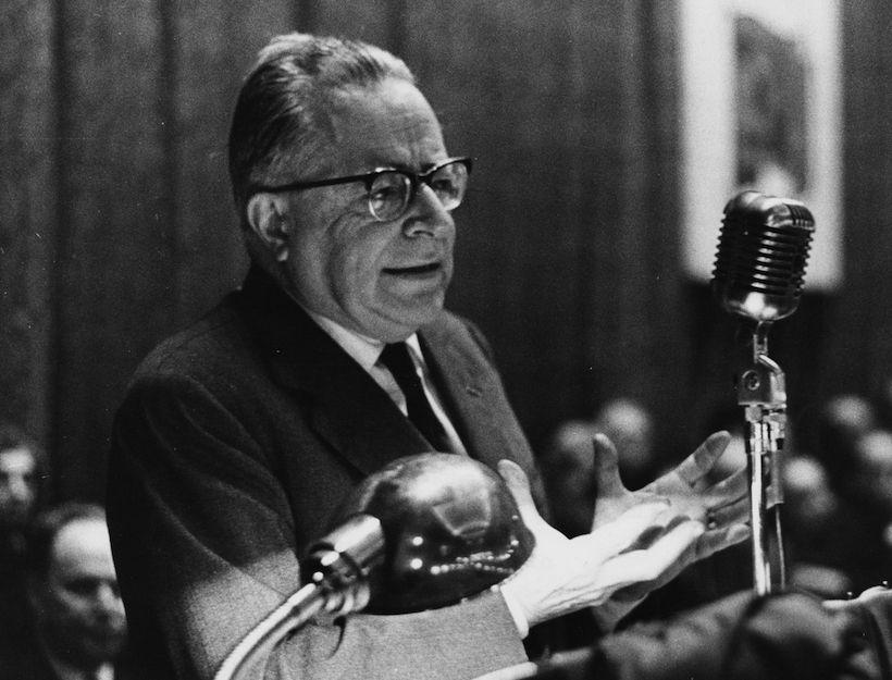 Palmiro Togliatti durante un comizio nel 1964. (Foto: Chiarulli/Keystone/Getty Images)