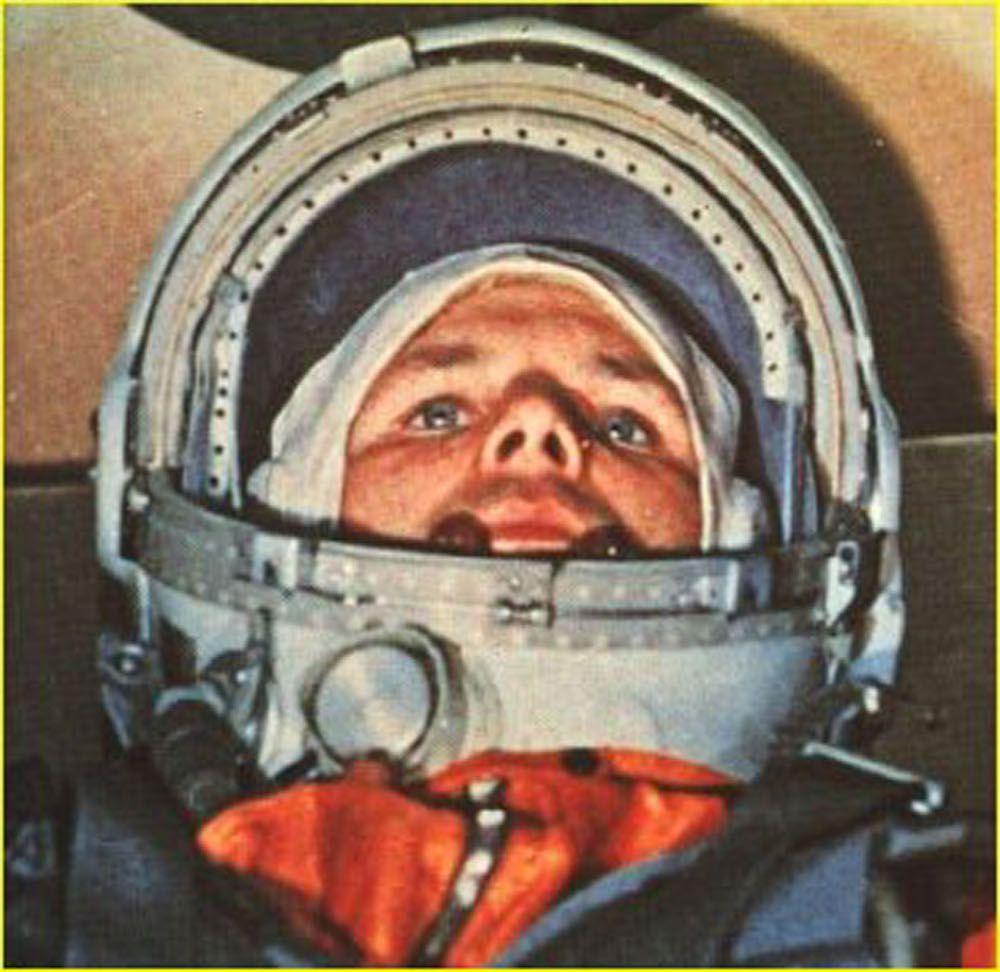 Yuri Gagarin al comando della capsula spaziale Vostok 1, aprile 1961 (Foto: -/AFP/Getty Images).